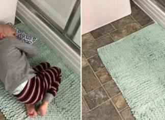 baby liggend op douchemat