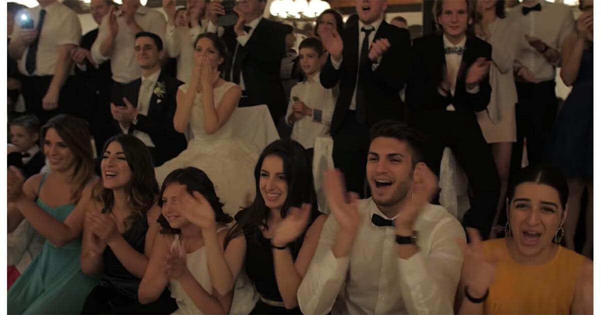 het publiek van een bruiloft