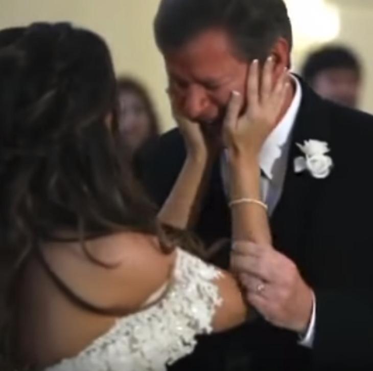 emotioneel moment tussen dochter en vader
