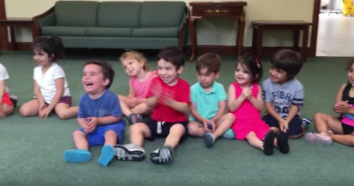 kinderen aan het lachen