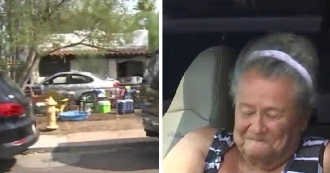 Oude dame woont in auto voor haar huis, tot buren beseffen waarom ze niet naar huis te gaan