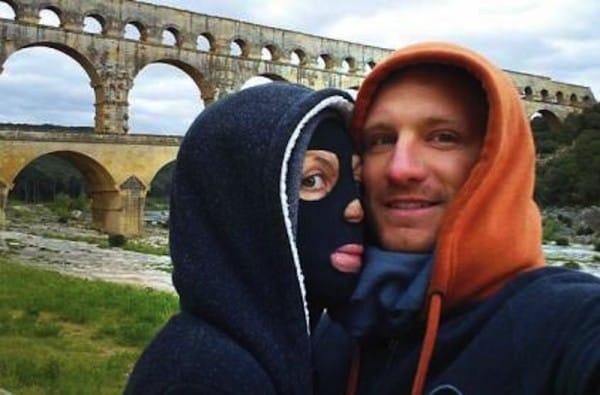 man met vrouw met masker