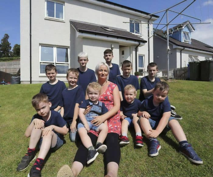 moeder van 10 jongens