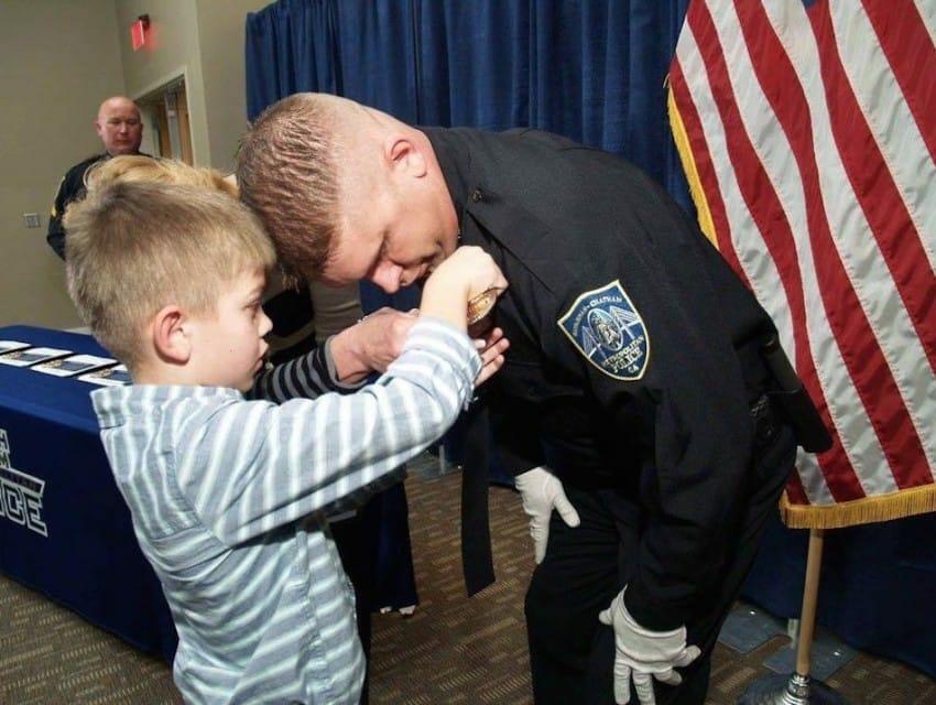 politieagent krijgt medaille