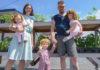 Jeugdliefdes wonen samen in een huis waar ze 200 'plastic kinderen' opvoeden