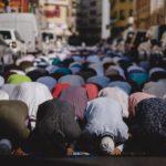 Mark Rutte aan moslims: blijf lekker thuis en maak van je woning een moskee