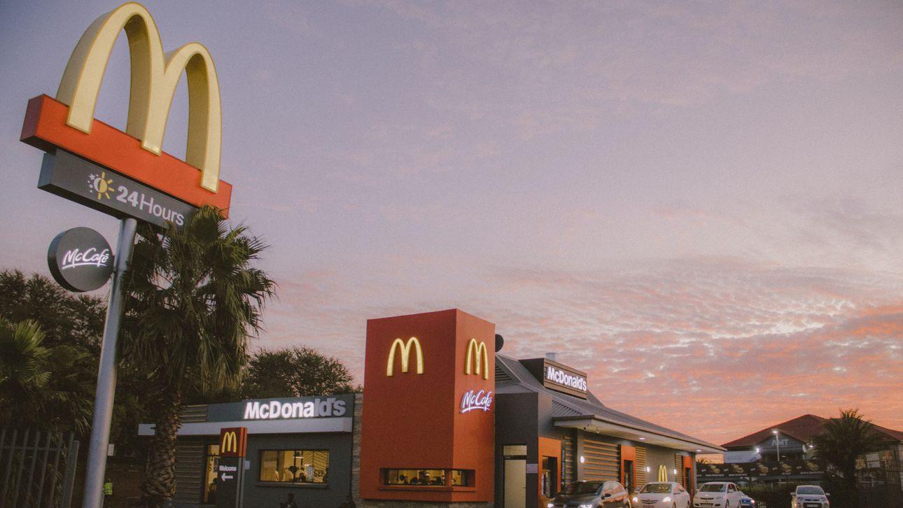 Vrouw gaat tekeer in McDonald's wegens koude frietjes