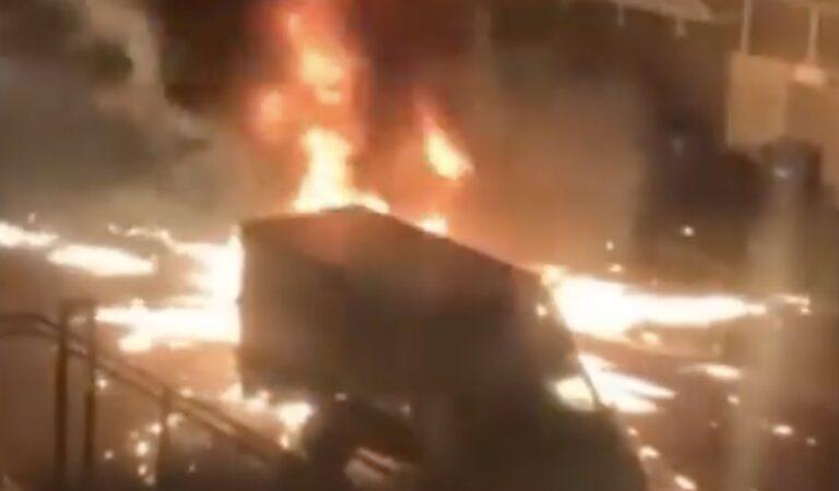 Rellen in Amsterdam – Meerdere bommen afgestoken door relschoppers (video)