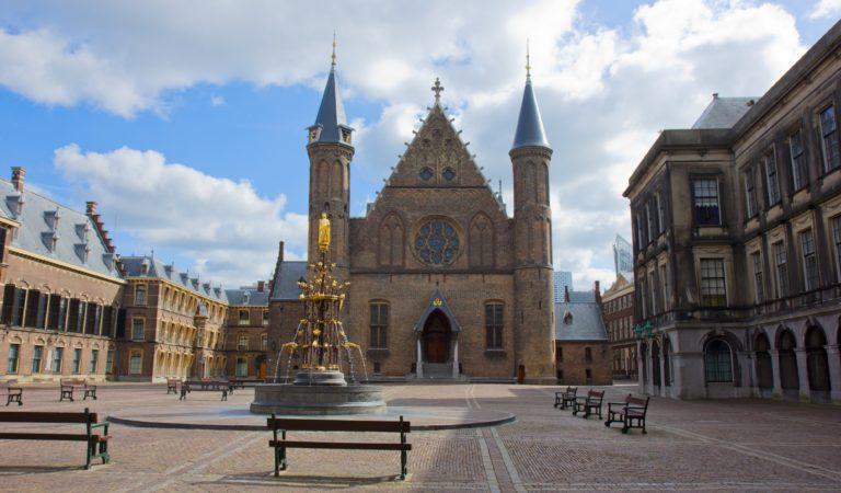 Binnenhof Den Haag ontruimd door politie door mogelijke bommelding
